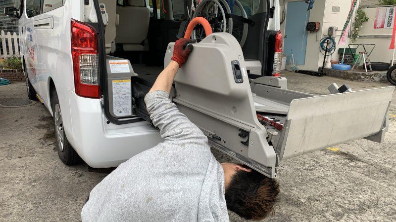 福祉車両NV350キャラバン 車いすリフトが動かない。 福祉車両修理 オートリフト故障