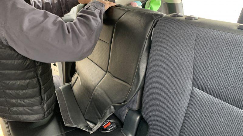 お客様の持ち込みのシートカバーをトヨタ シエンタにお取付け致しました。