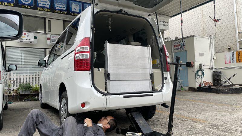 福祉車両 ノア スローパー ニールダウン油圧ポンプ点検 車高が下がった状態が保てない、、、