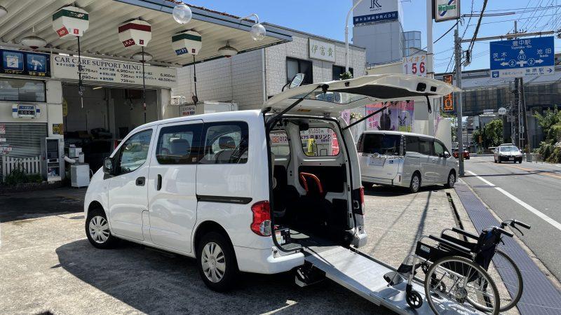 福祉車両入庫致しました。 日産 NV200バネットバン スローパー 車いす2台 サイドステップ・電動車いす固定装置